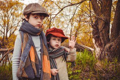 enfants portant une écharpe et pas un snood